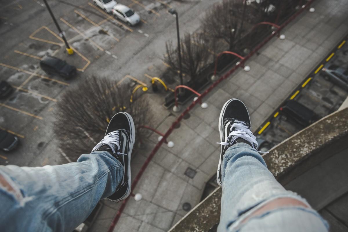 legs_feet_handing_dangling_cap_park-1408523